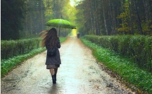 突然发现,自己走的太急了,我开始把脚步慢下来。
