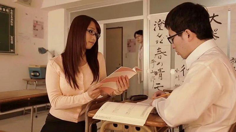 白石茉莉奈STAR-534 美女老师被毛头小子偷袭硬上