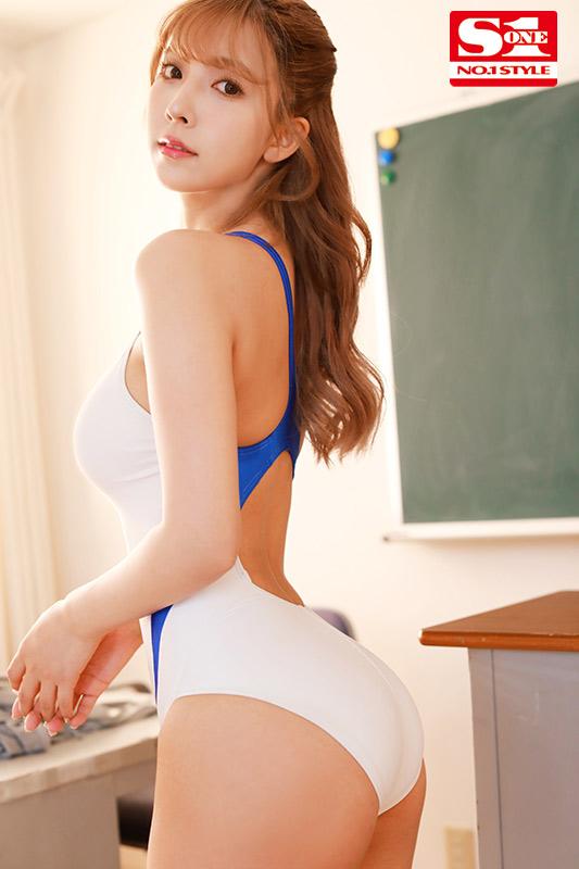 F奶快要溢出来!国民偶像「三上悠亜」穿上死库水与学生在泳池「忘情激战」!