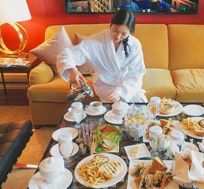 超模刘雯一顿饭要吃下满桌美食?她开玩笑的