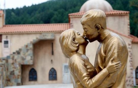 双宋夫妇离婚致《太阳的后裔》拍摄地陷入困境