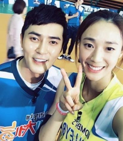 韩星赵东赫与排球运动员韩松伊恋爱 已交往一年