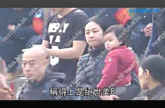 刘德华在家安心养伤 爱妻抱女儿菜市场买菜(图)