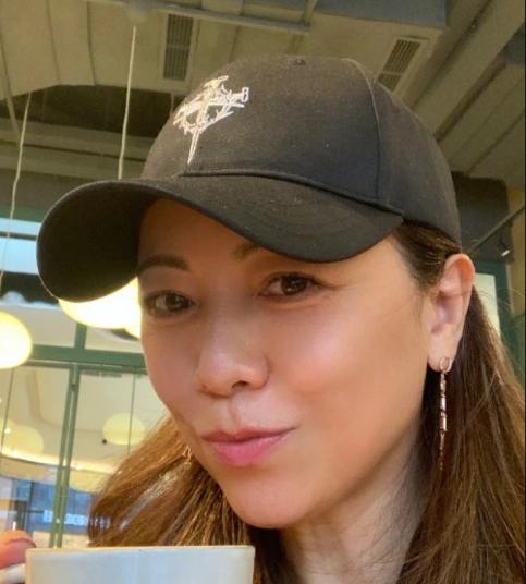 TVB视后邓萃雯在社交网上晒出了几张照片