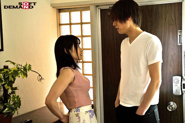 "SDMU-932 :人妻""加藤沙季""偶遇前男友,拿出两人爱爱的视频被迫跪舔!"