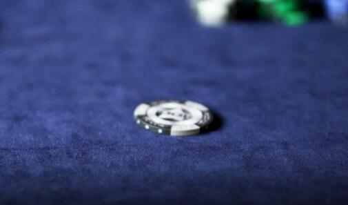 """扑克策略:利用""""弱领先下注""""赢得更多底池"""