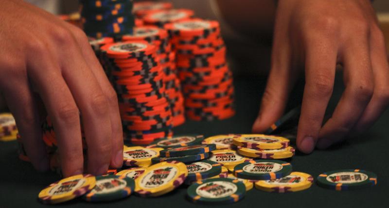 扑克策略谈:同花连牌需要避免的5个常见错误