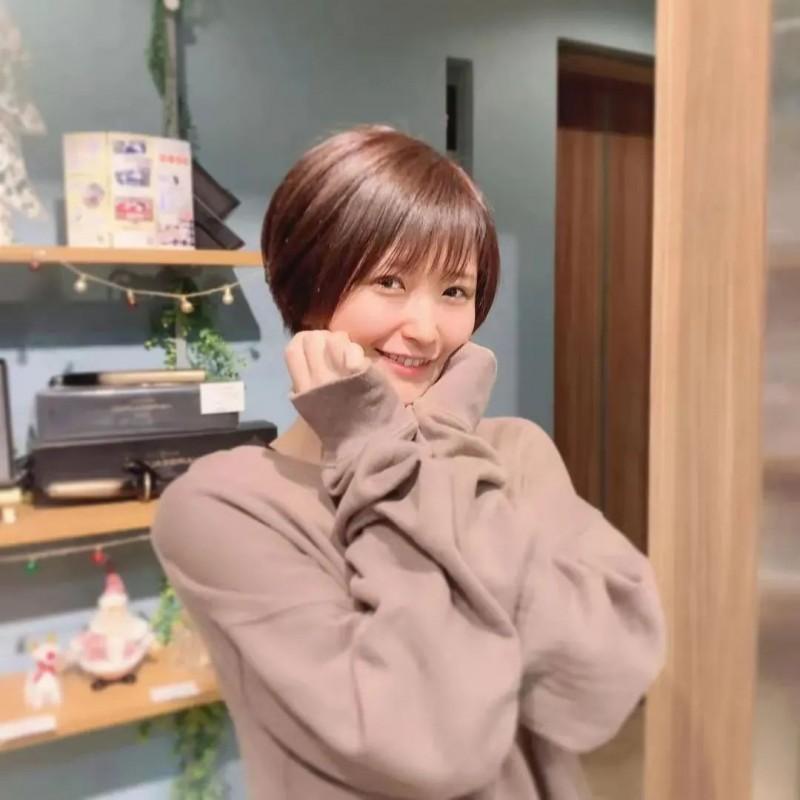 高产女演员深田结梨 出道前阅男无数经验丰富