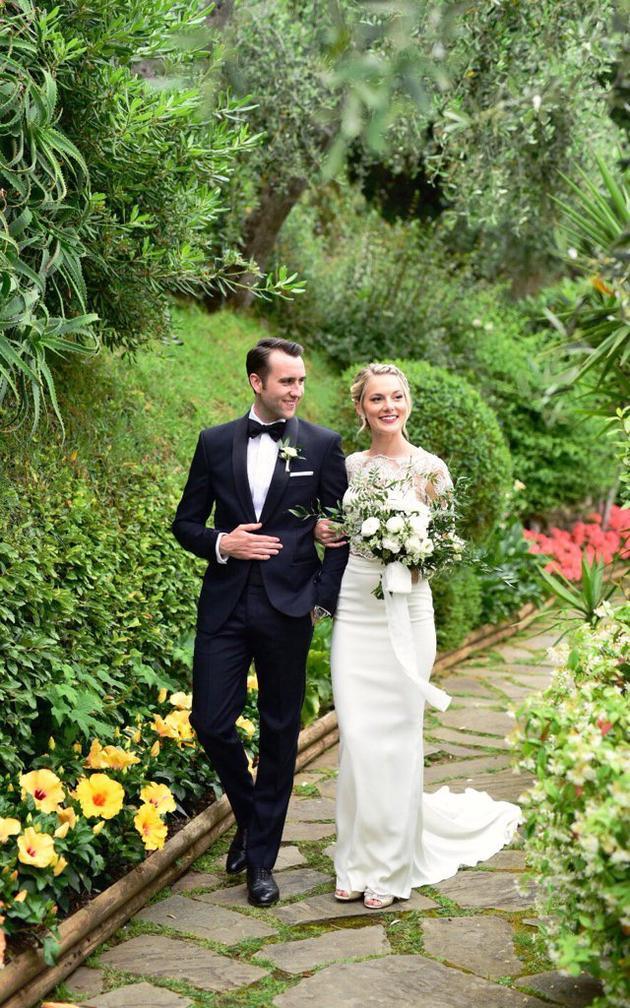 《哈利·波特》纳威晒婚照宣布与女友完婚