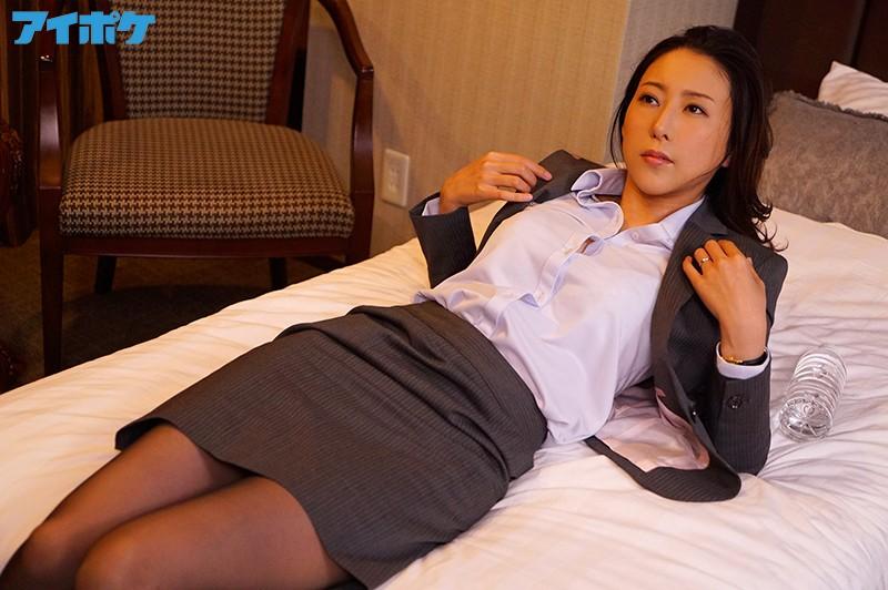 松下纱荣子IPX-461 爆乳人妻和上司一夜不停运动