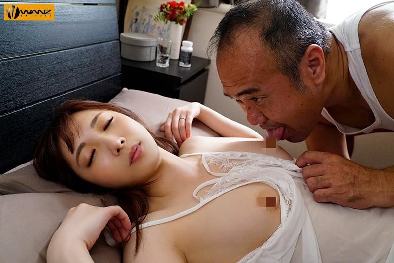 月乃樱WAAA-020 :猥琐公公对熟睡中的儿媳掏出肉棒