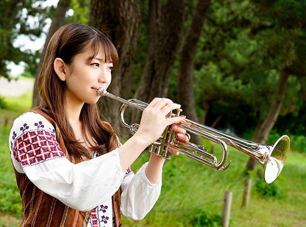 樱坂凛花HMN-062 女生找不到工作进入业界又爽又赚钱